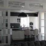 Кухня. Подвесной светильник FLOS арт. SKYGARDEN 2, Италия. Накладные встраиваемые светильники LEUCOS, Италия.